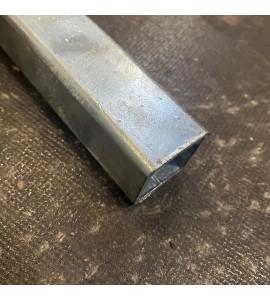 Komposit hegns bundrør for hegn uden bundeskinne